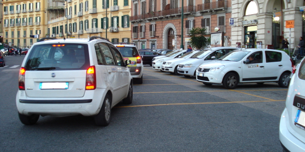 Comportamenti da tenere in vicinanza di un posteggio riservato ai taxi