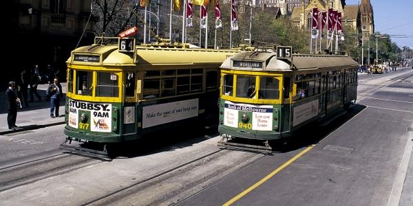 Sorpasso a destra di tram