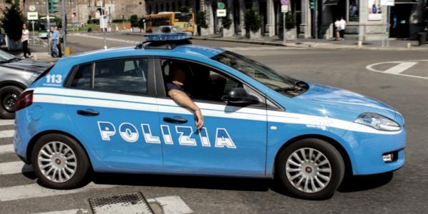 Sorpasso dei veicoli della Polizia