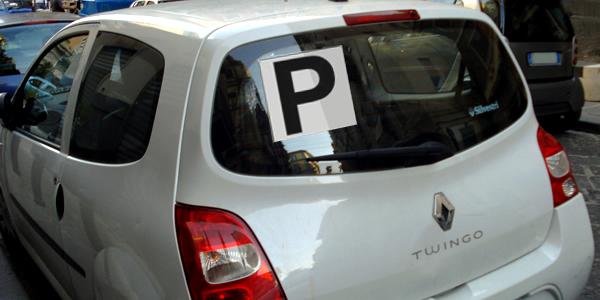 """Pannelli retroriflettenti con la lettera """"P"""""""